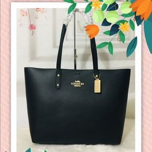 Nwt Coach Black Town Tote leather bag